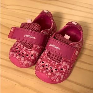 Pink water shoe - very good condition
